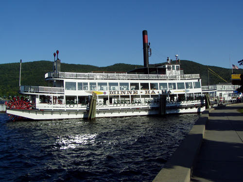 A Lake George Tour Boat
